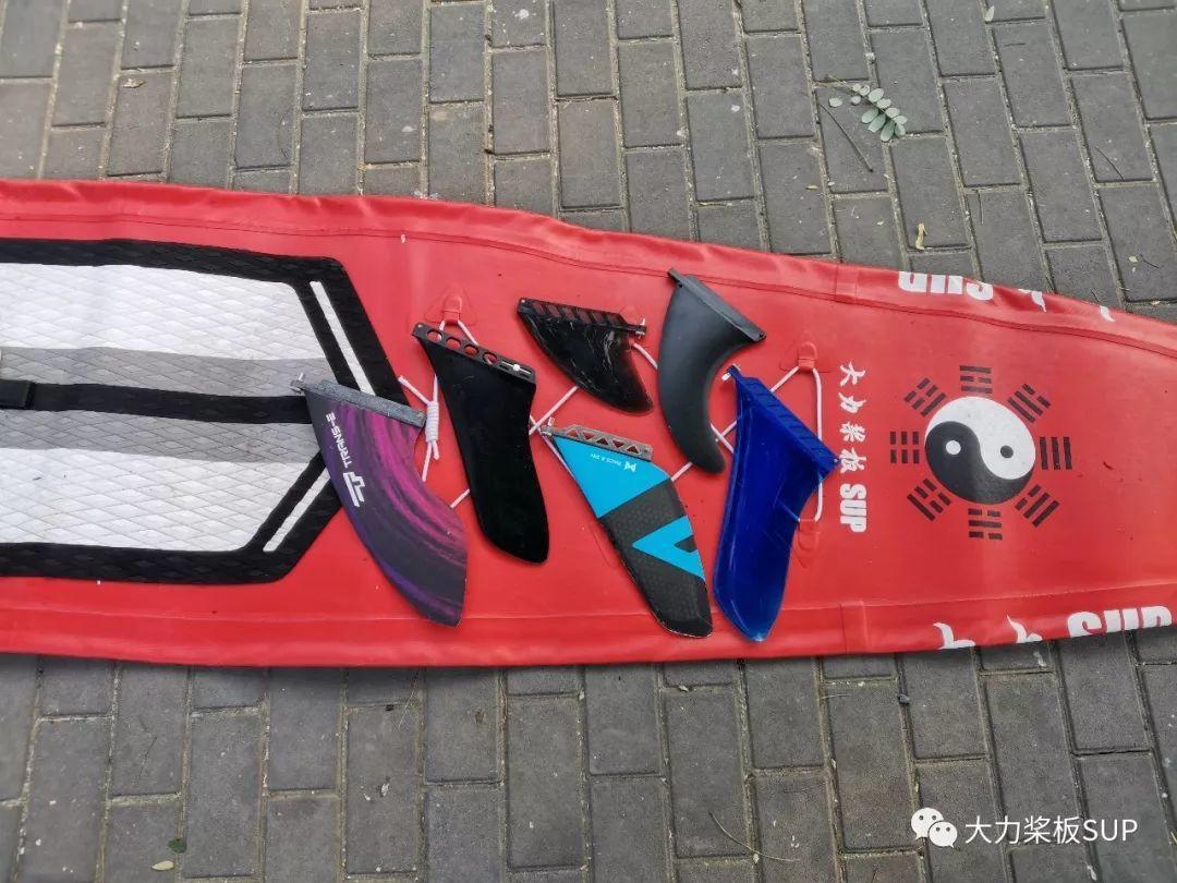 桨板入门:SUP 冲浪板底座的 尾鳍安装